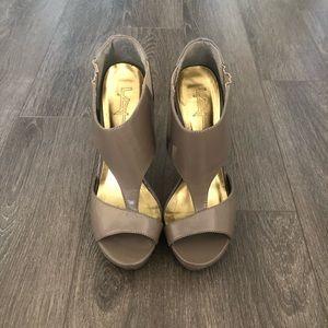 F21 Patent Heels